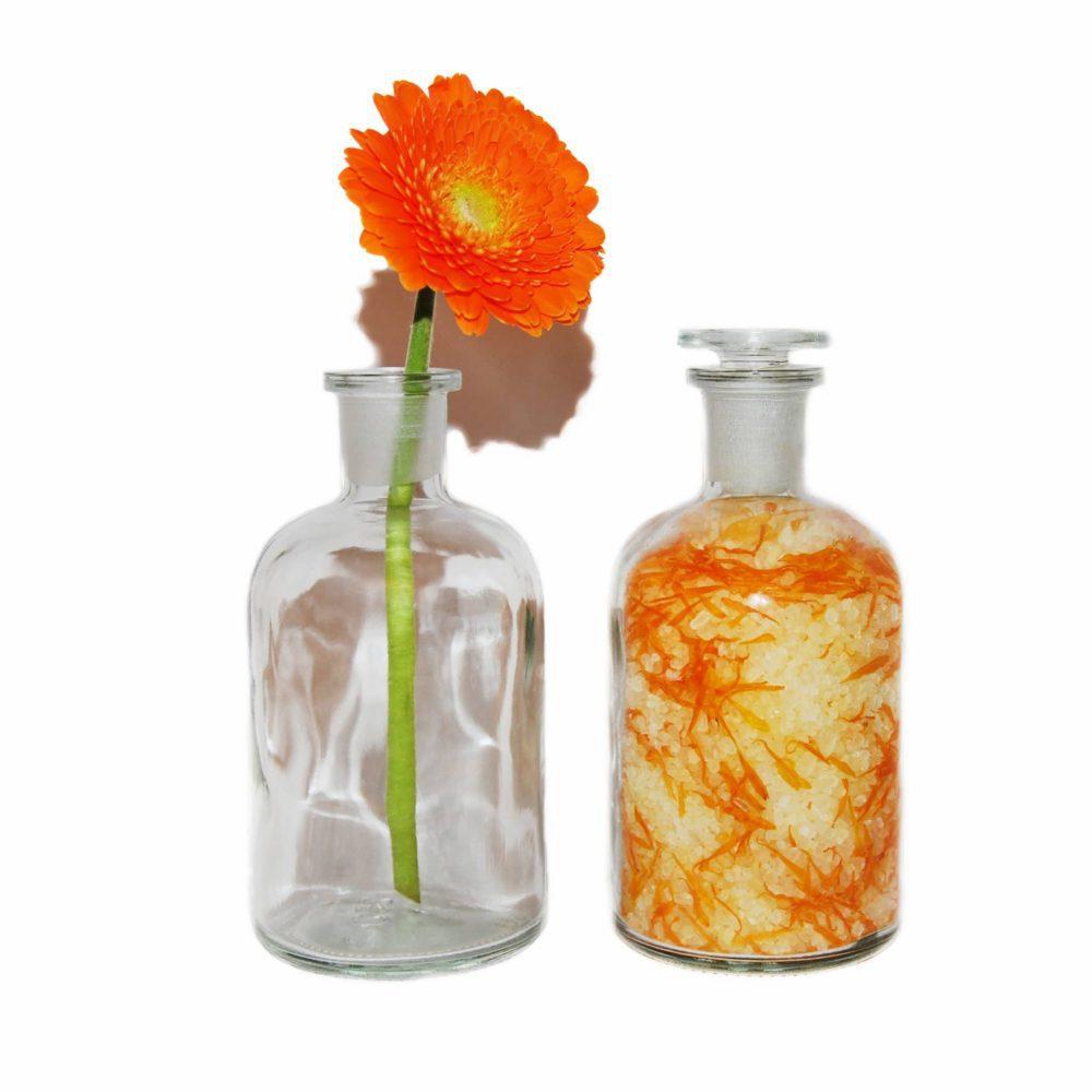 """˂img src=""""koupelová sůl měsíček a mandarinka.jpg""""alt="""" koupelová sůl měsíček a mandarinka ve skleněné doze""""˃"""