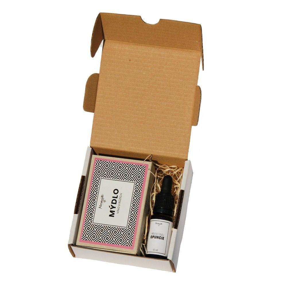"""˂img src=""""dárkový balíček pro ženu.jpg""""alt=""""otevřený dárkový balíček pro ženu""""˃"""
